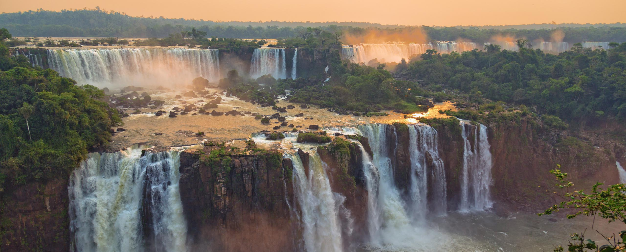 How best to experience the Iguazú Falls