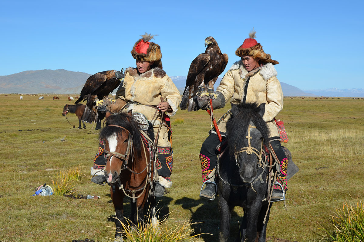 Ou day with eagle hunters in Mongolia
